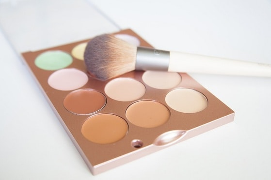 makeup pallette and brush
